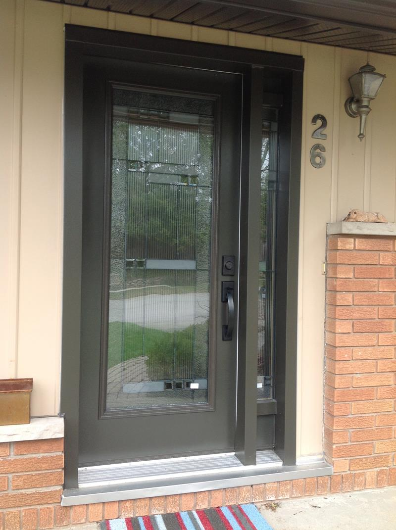 22 Pictures of Homes With Black Front Doors-17
