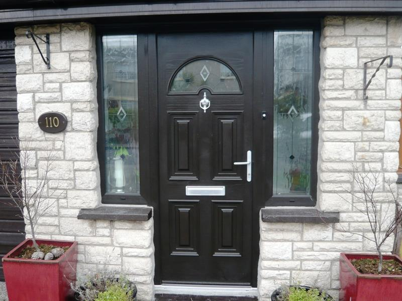 22 Pictures of Homes With Black Front Doors-21