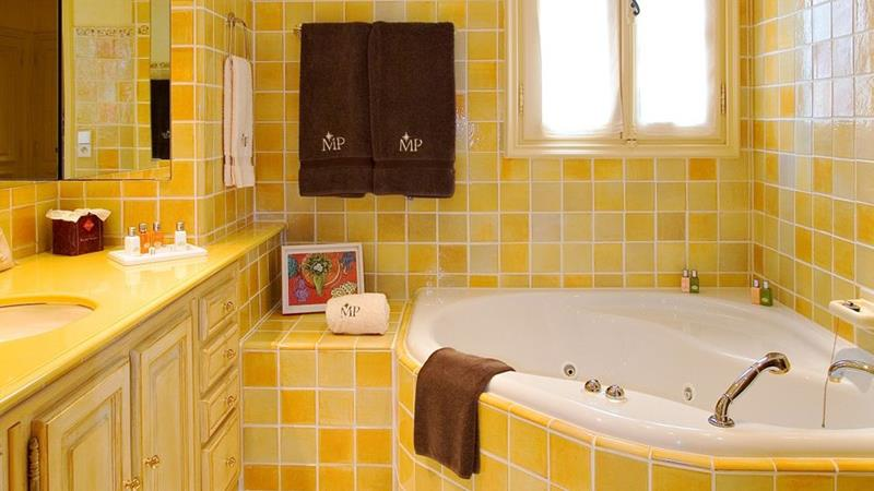 23 Charming and Colorful Bathroom Designs-22