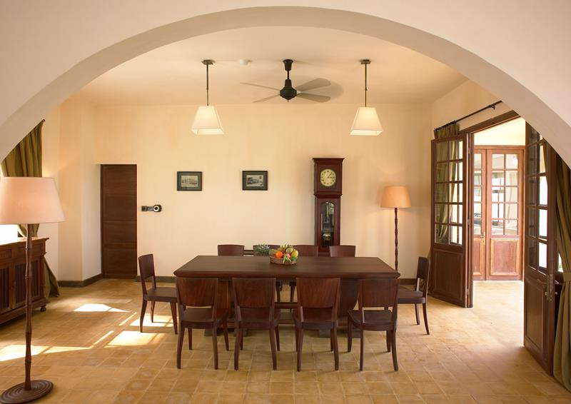 23 Designs for Epically Large Dining Rooms-9