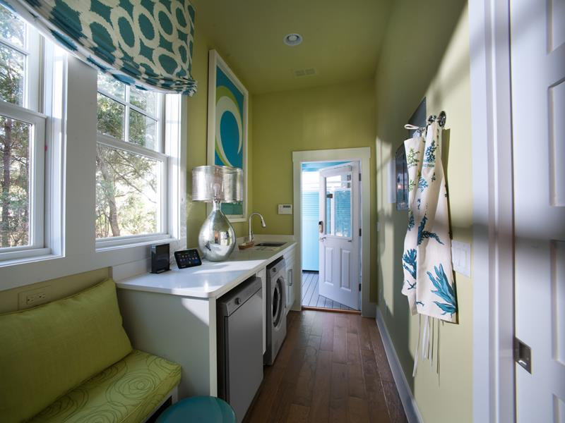 Large Mud Room With Laundry
