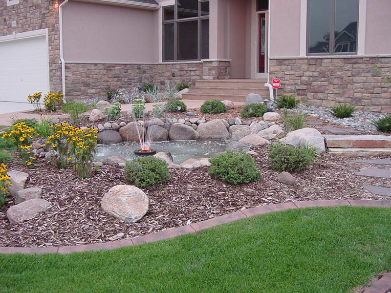 23 Pictures of Beautifully Landscaped Front Yards-3