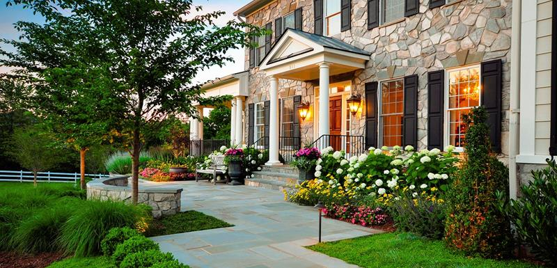 23 Pictures of Beautifully Landscaped Front Yards-5