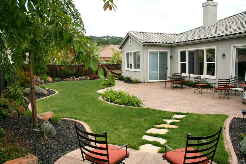 24 Beautiful Backyard Landscape Design Ideas-1