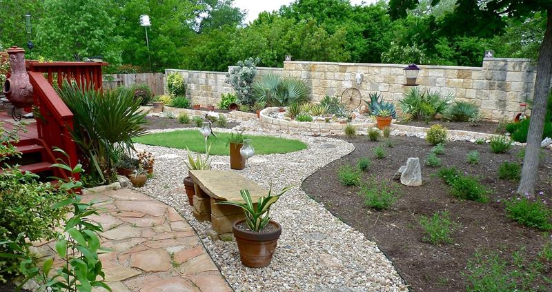 24 Beautiful Backyard Landscape Design Ideas-20