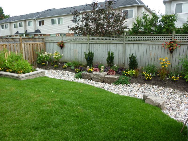 24 Beautiful Backyard Landscape Design Ideas-6