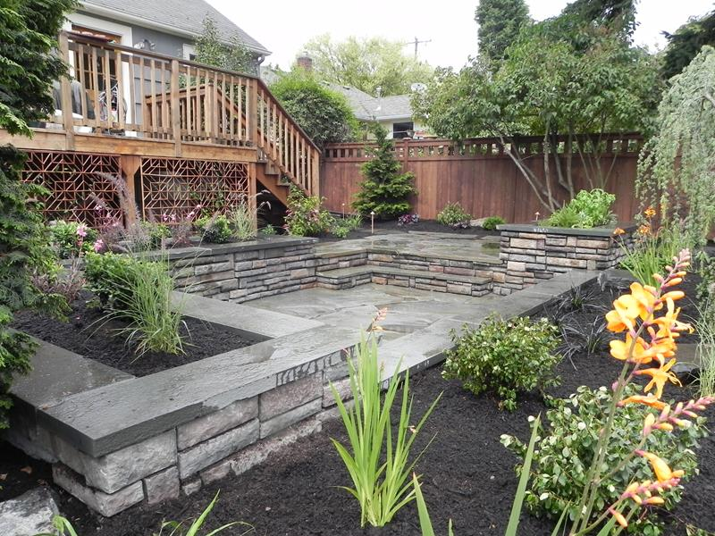 24 Beautiful Backyard Landscape Design Ideas-7