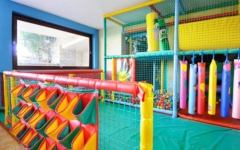 24 Child Friendly Finished Basement Designs-24