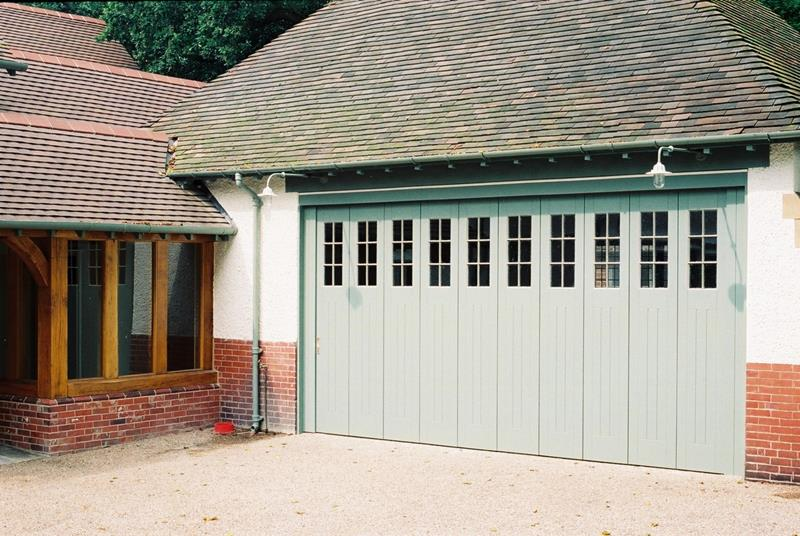 25 Awesome Garage Door Design Ideas-12