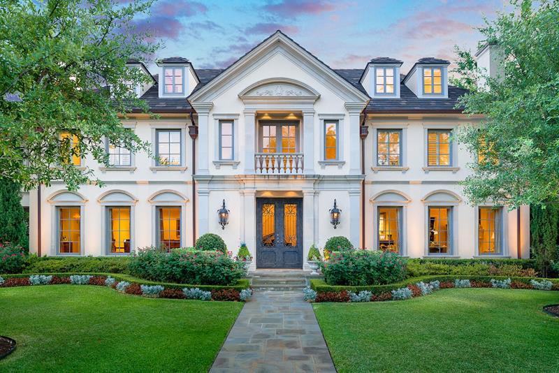 25 Luxury Home Exterior Designs-10