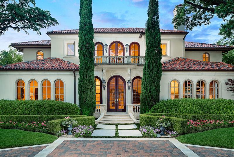 25 Luxury Home Exterior Designs-11