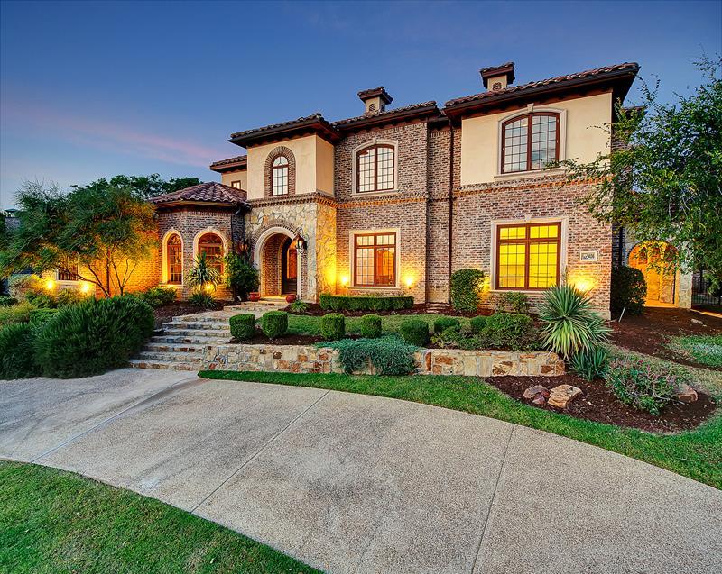 25 Luxury Home Exterior Designs-16