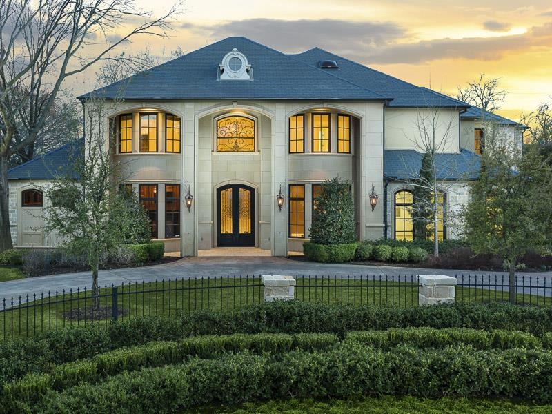 25 Luxury Home Exterior Designs-17
