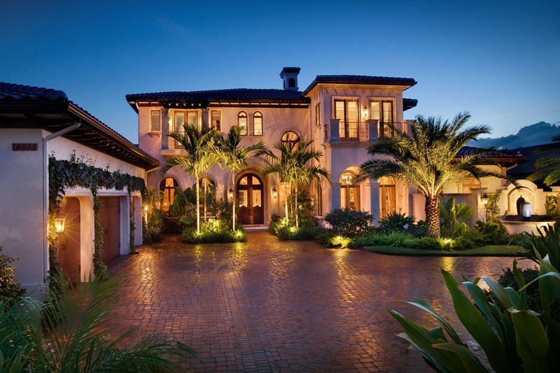 25 Luxury Home Exterior Designs-22