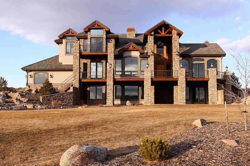 25 Luxury Home Exterior Designs-23