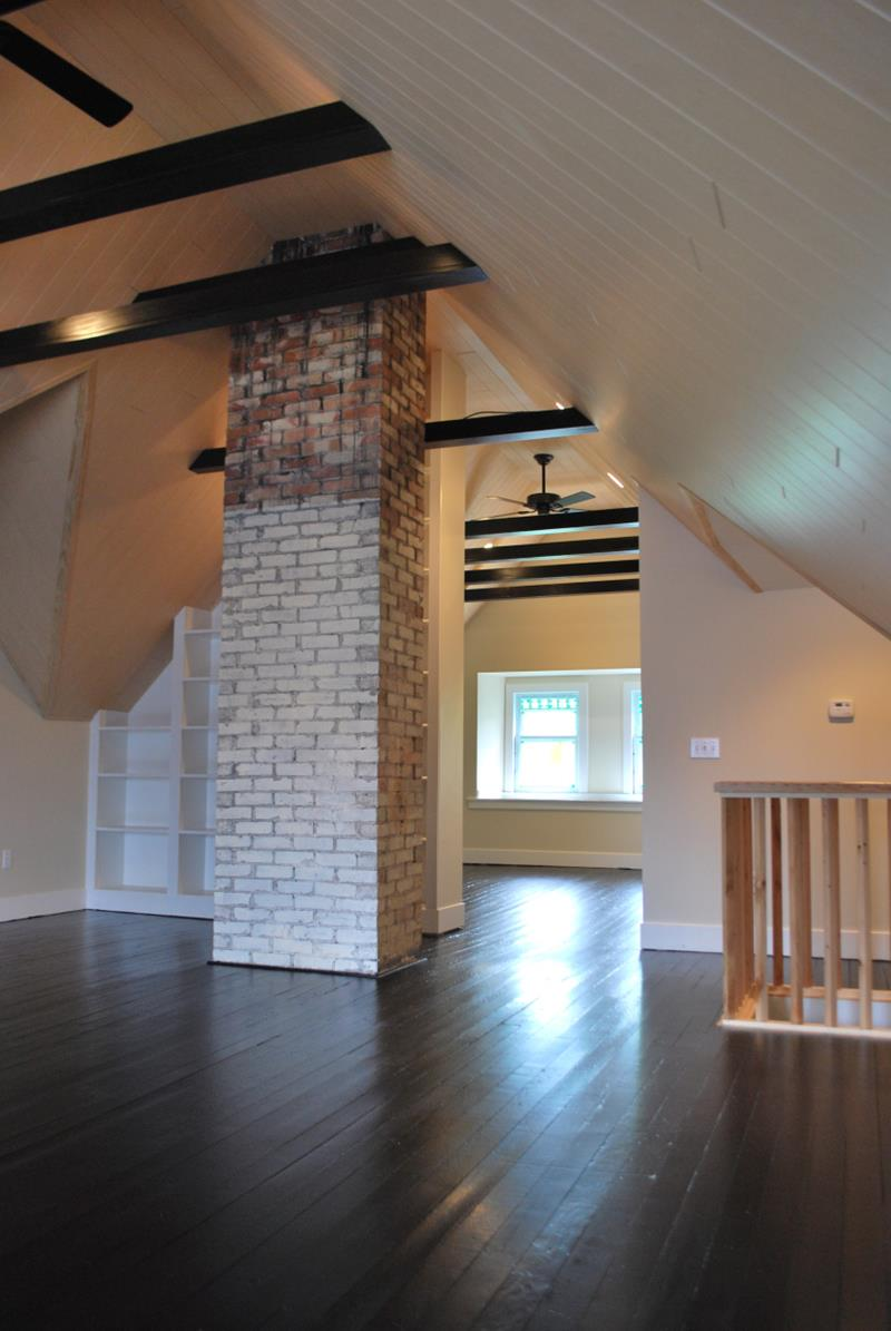 26 Amazing and Inspirational Finished Attic Designs-13