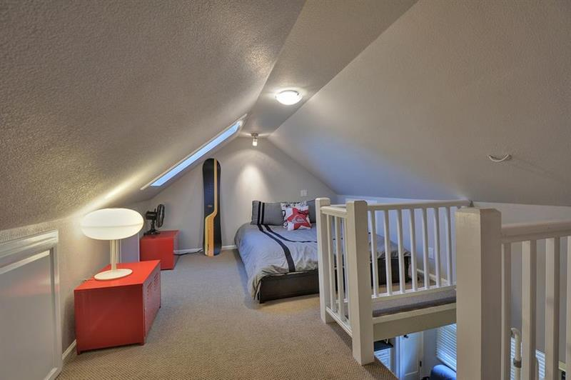 26 Amazing and Inspirational Finished Attic Designs-14