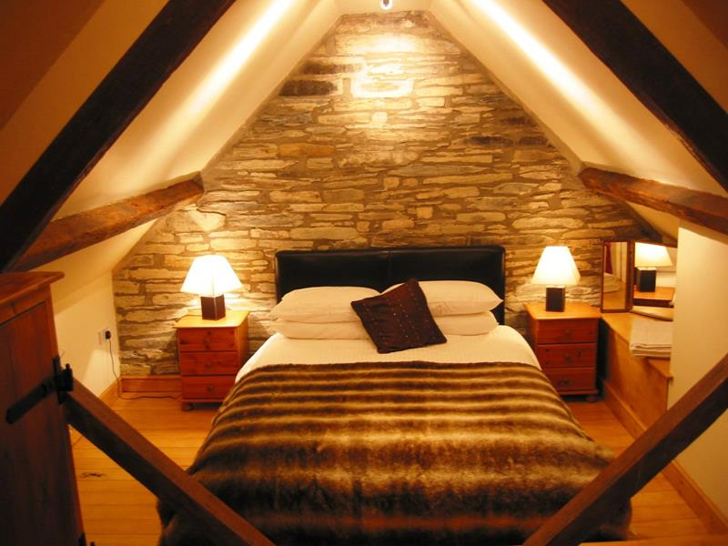 26 Amazing and Inspirational Finished Attic Designs-17
