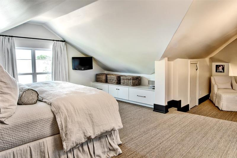 26 Amazing and Inspirational Finished Attic Designs-21