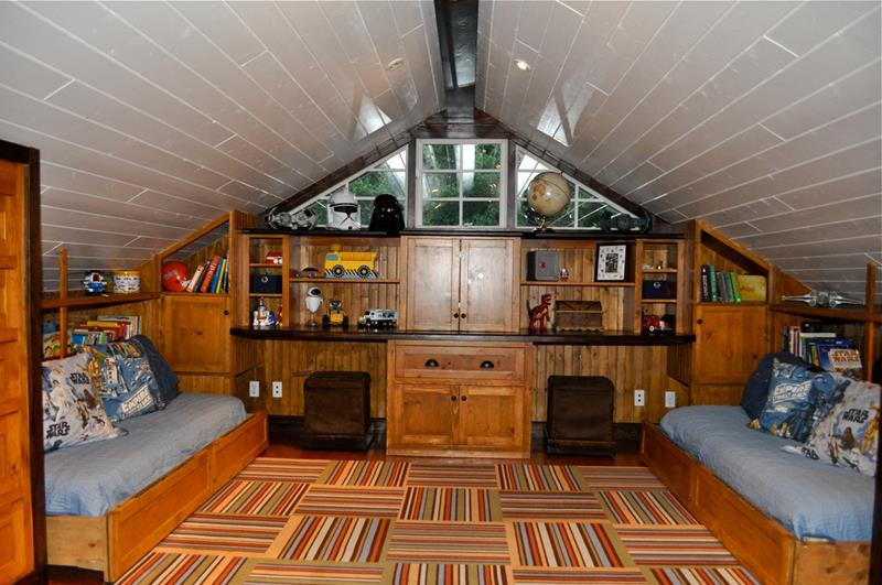 26 Amazing and Inspirational Finished Attic Designs-5