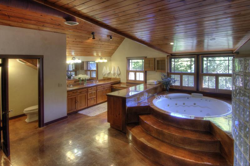 26 Beautiful Wood Master Bathroom Designs-1