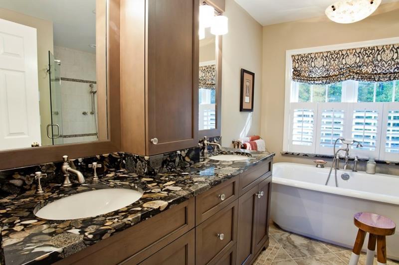 26 Beautiful Wood Master Bathroom Designs-11