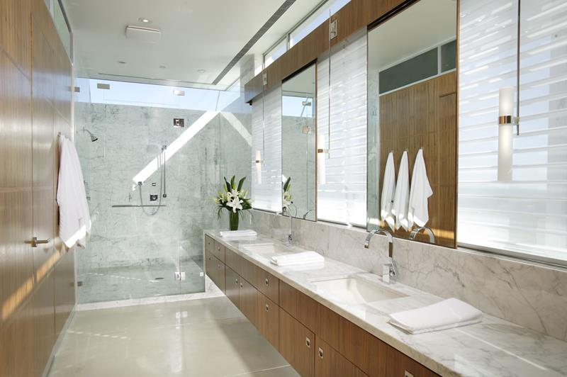 26 Beautiful Wood Master Bathroom Designs-24