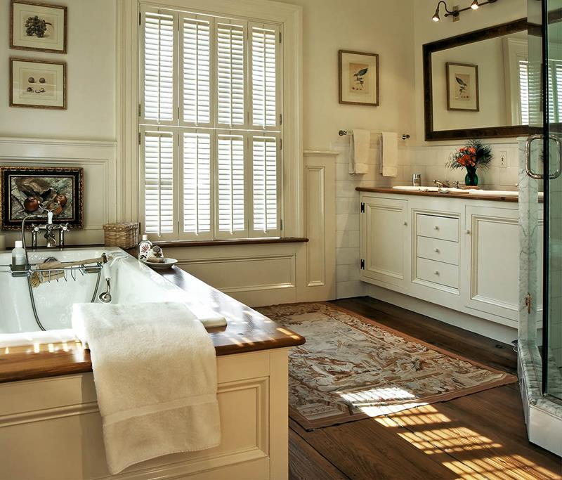 26 Beautiful Wood Master Bathroom Designs-7