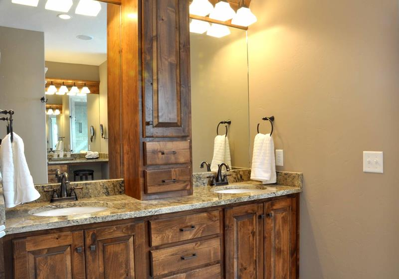 26 Beautiful Wood Master Bathroom Designs-title