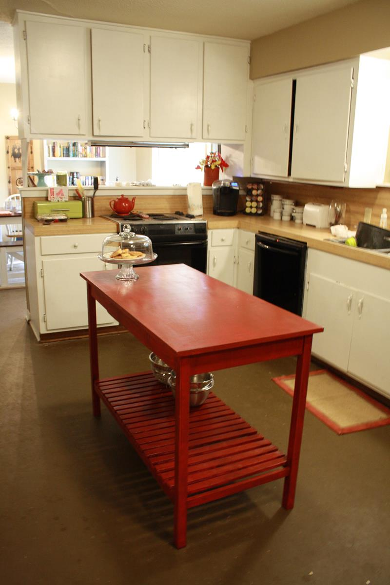 51 Awesome Small Kitchen With Island Designs-25