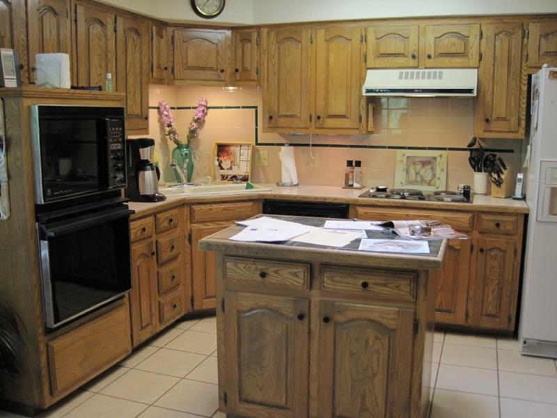 51 Awesome Small Kitchen With Island Designs-7