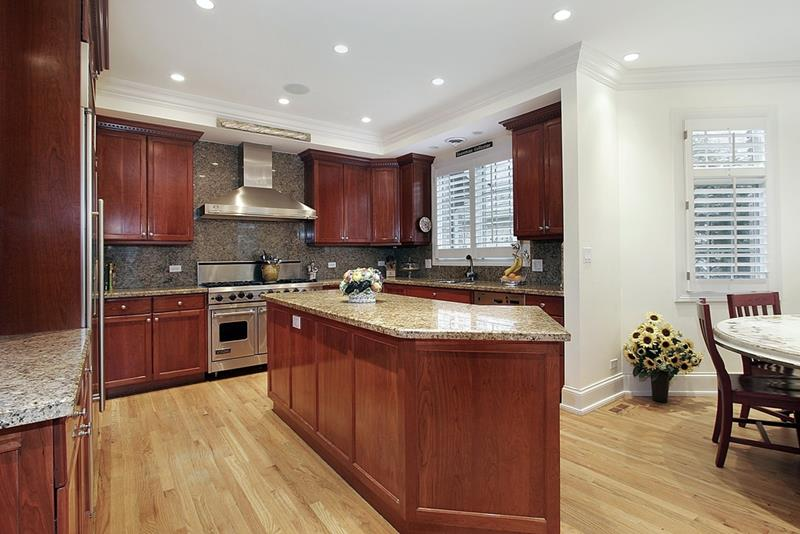 53 Charming Kitchens With Light Wood Floors-20