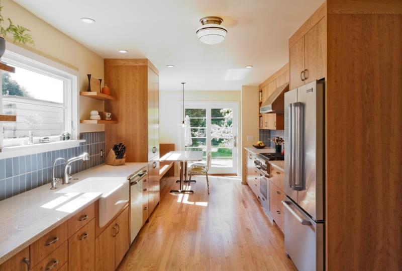 53 Charming Kitchens With Light Wood Floors-27