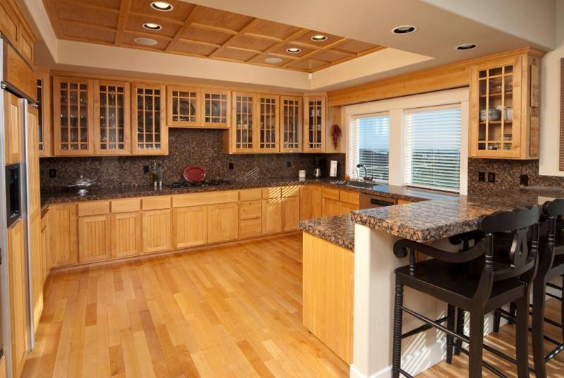 53 Charming Kitchens With Light Wood Floors-40