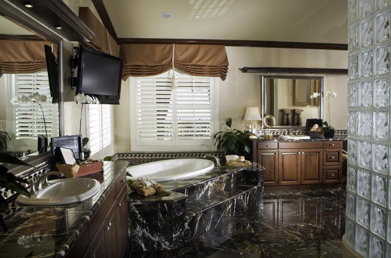 55 Amazing Luxury Bathroom Designs-22