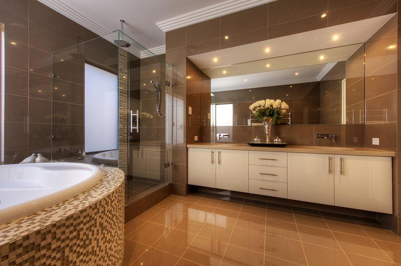 55 Amazing Luxury Bathroom Designs-23