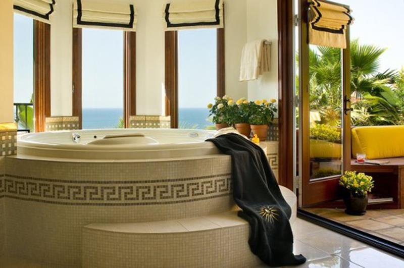 55 Amazing Luxury Bathroom Designs-52