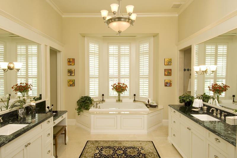 132 Custom Luxury Bathrooms-102