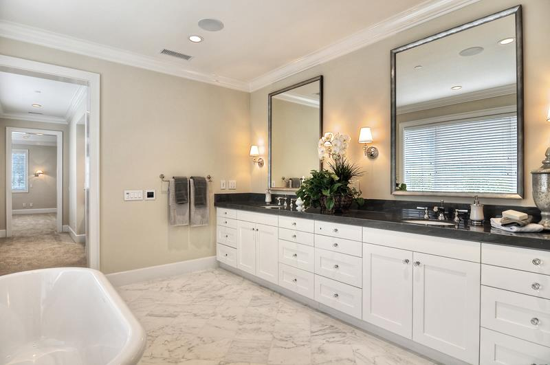 132 Custom Luxury Bathrooms-124