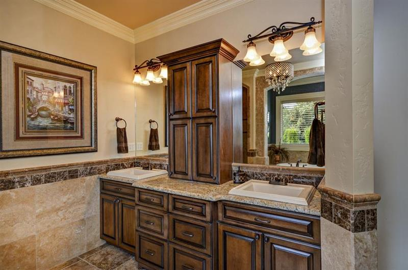 132 Custom Luxury Bathrooms-71