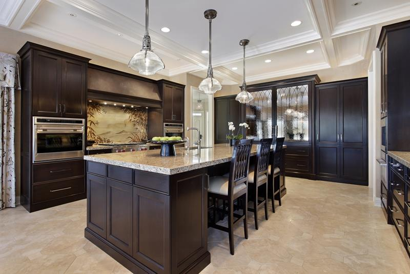 20 Beautiful Kitchens with Dark Kitchen Cabinets Design-2