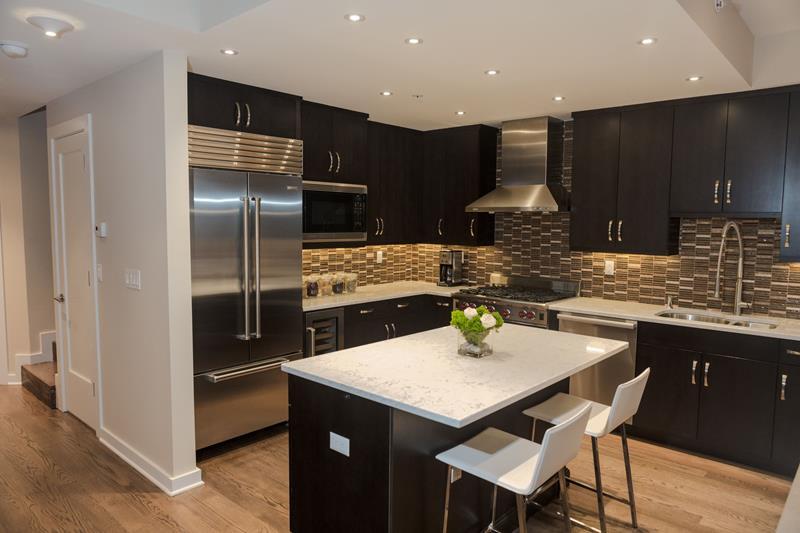 20 Beautiful Kitchens with Dark Kitchen Cabinets Design-8