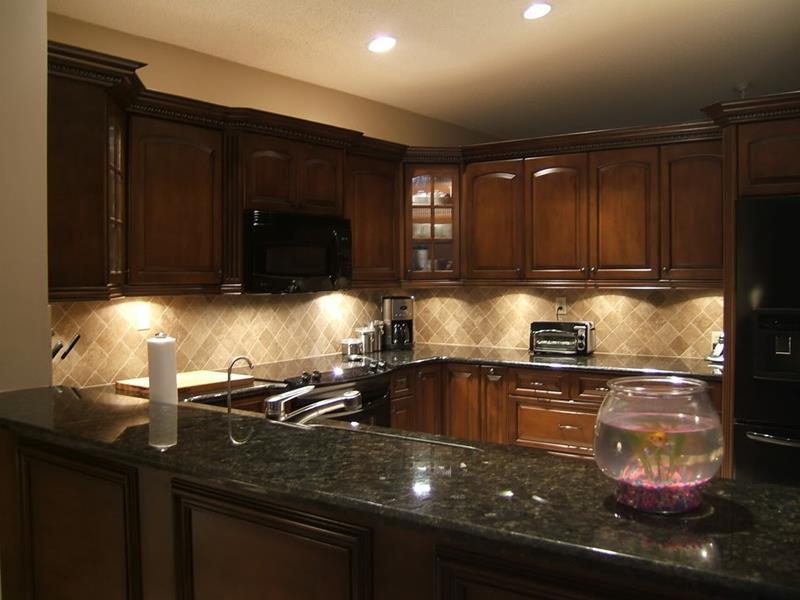 20 Beautiful Kitchens with Dark Kitchen Cabinets Design-9