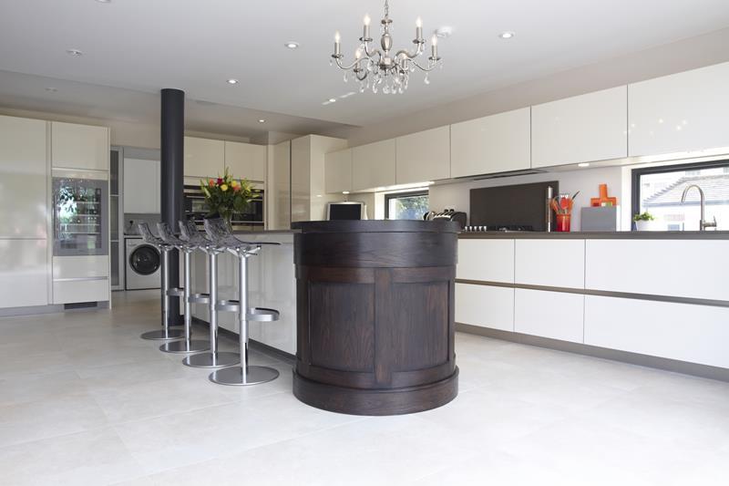 40 Pristine And White Home Kitchens-26