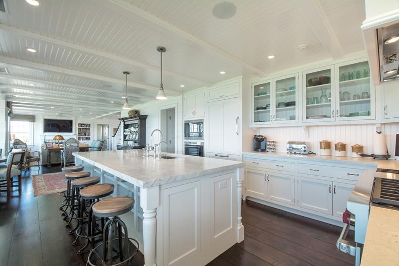 40 Pristine And White Home Kitchens-28