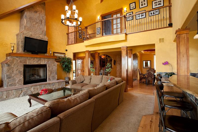 67 Gorgeous Family Room Interior Designs-13