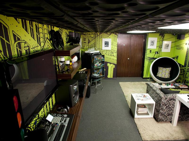 70 Awesome Man Caves In Finished Basements And Elsewhere-17