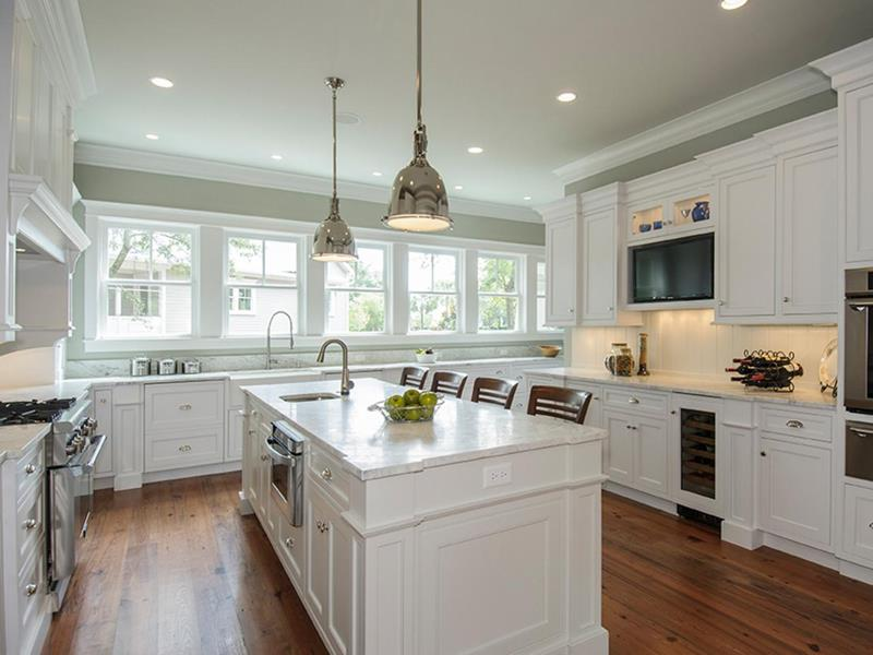 22 Stunning Kitchen Designs With White Cabinets-title
