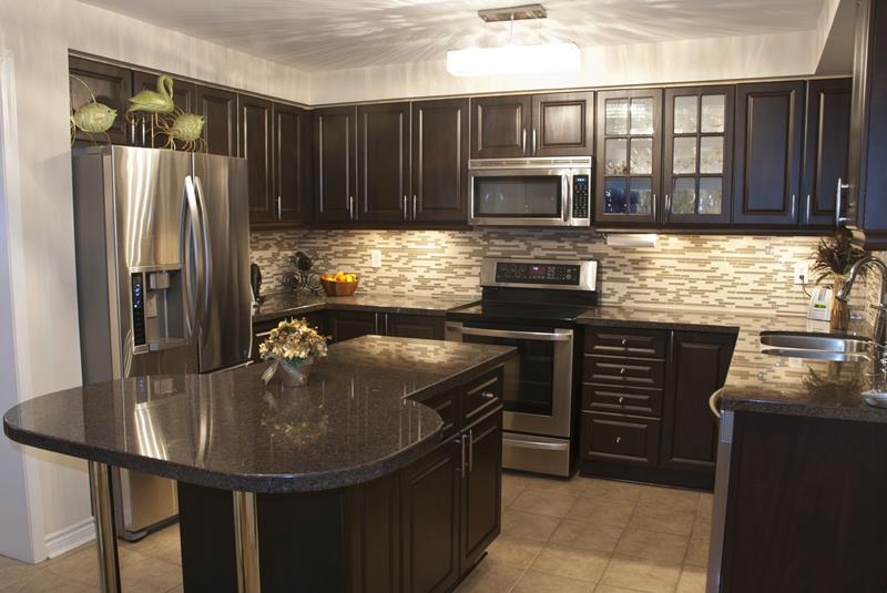 23 Beautiful Kitchen Designs With Black Cabinets-1