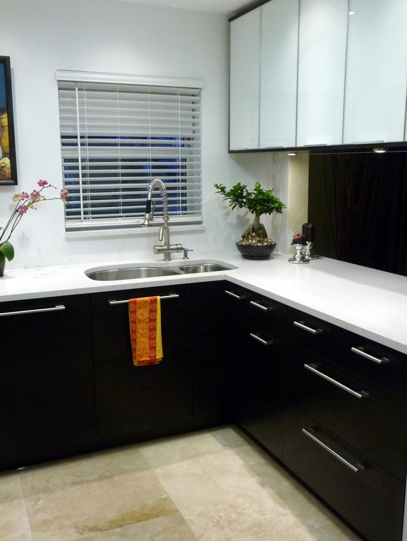 23 Beautiful Kitchen Designs With Black Cabinets-14